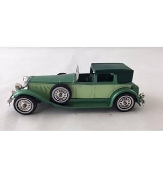"Duesenburg Model ""J"" Town Car 1930 Matchbox Yesteryear Die-cast Model Matchbox"