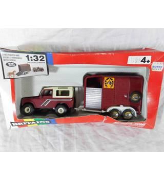 Britains Land Rover and double horsebox. 1:32. 9650 Britains