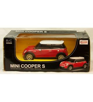 BNIB (Brand New In Box) Rastar-vehicle toys