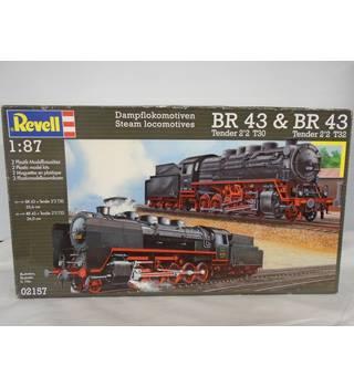 Revell 1:87 Scale Steam Locomotives BR 43 Tender 2\'2 T30 & BR 43 Tender 2\'2 T32