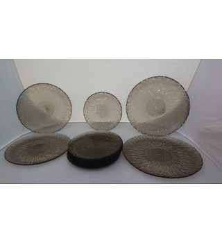 A 12 Piece Set of Margueterite Arcoroc Vintage Glassware